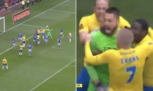 Torquay goalkeeper scores epic last minute equaliser in playoff final 'Unbelievable Jeff!'