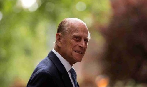 Queen's phone habit 'irked' Prince Philip - 'She never stops!'
