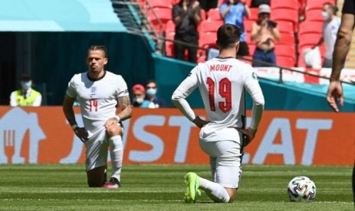 England fans boo and applaud as team take the knee ahead of Euro 2020 clash with Croatia