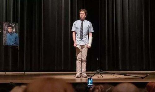 Dear Evan Hansen REVIEW: Ben Platt looks too old for hit high school musical