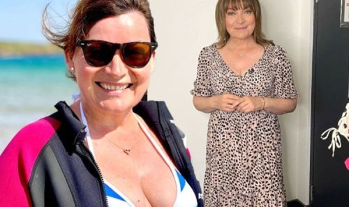 Lorraine Kelly leaves fans speechless with her 'natural beauty' in boob-baring snap