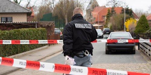 Schock-Tat im Veedel: Köln: Mann (40) sticht wie von Sinnen auf seine Ehefrau (30) ein