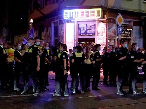 Heiße Freitagnacht: Corona-Kontrollen: Kölner Polizei im Großeinsatz