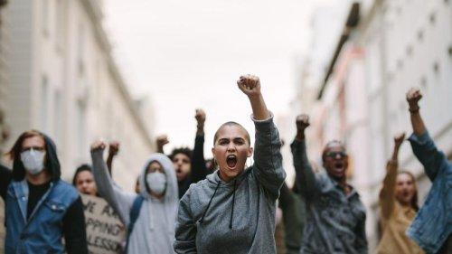 Privilège blanc, cancel culture... Le lexique de l'idéologie woke qui sévit à l'université