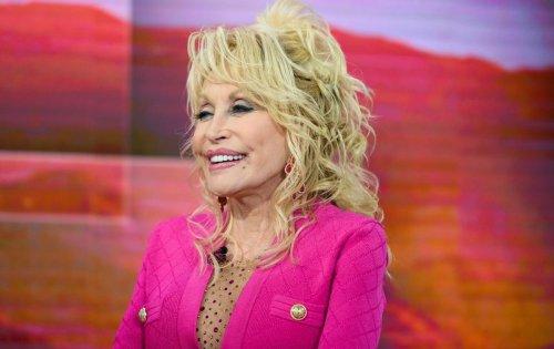 """Dolly Parton : """"Ma poitrine est une arme de distraction massive """""""