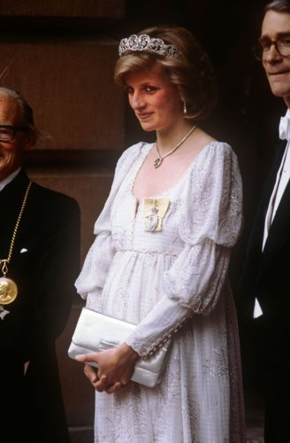 Princess Diana's Iconic Maternity Looks Ranked - Fame10