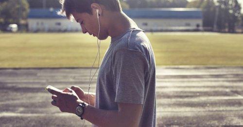 Jungen in der Pubertät: Was sie brauchen & Tipps für Eltern | familie.de
