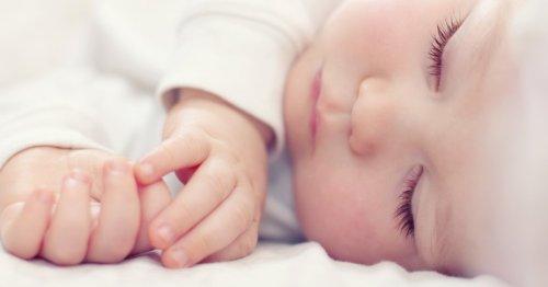 Baby nachts anziehen: Das solltet ihr unbedingt beachten