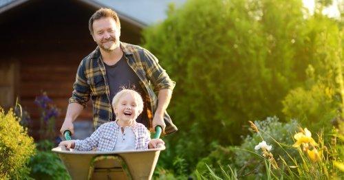 Gartenarbeit im März: Was ihr jetzt schon alles draußen erledigen könnt | familie.de