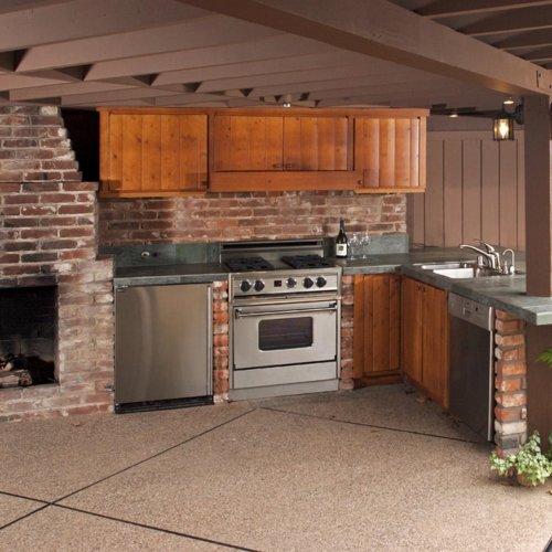 12 Inspiring Backyard Kitchens