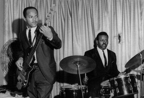James Jamerson's killer isolated bass on 'Ain't No Mountain High Enough'