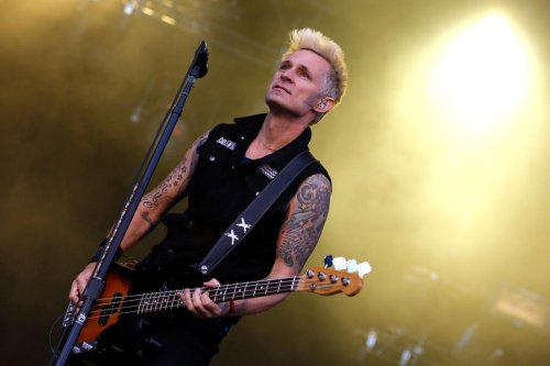 Revisit the isolated bass of Mike Dirnt on Green Day's 'Longview'
