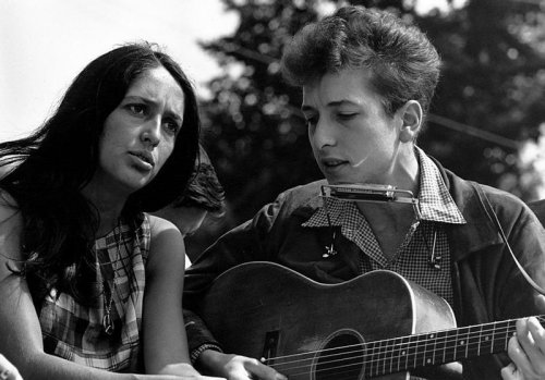 """Bob Dylan opens up about the """"love and devotion"""" of Joan Baez"""
