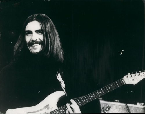 George Harrison sings The Beatles song 'In My Life' on his 1974 tour