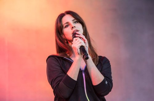 Watch Lana Del Rey perform 'Arcadia' on 'The Late Show'