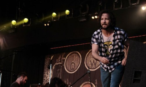 Watch Pearl Jam perform 'Alive' at the BBC in 1992