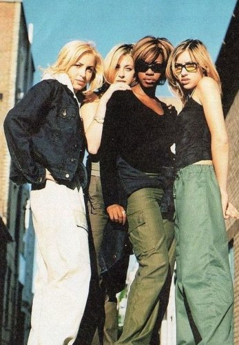 Why is '90s fashion the trend that won't die?