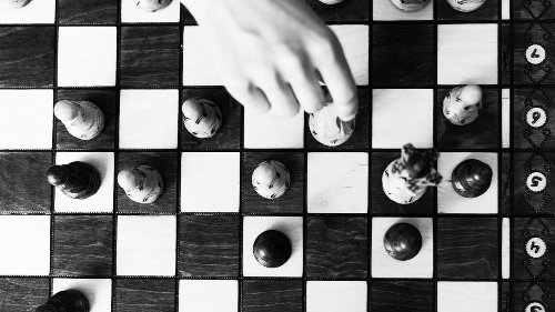 Even if you never played chess, these 5 strategies from the game will help you deal with uncertainty