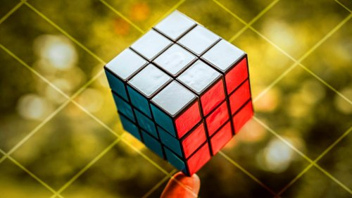 This AI can explain how it solves Rubik's Cube—and that's a big deal