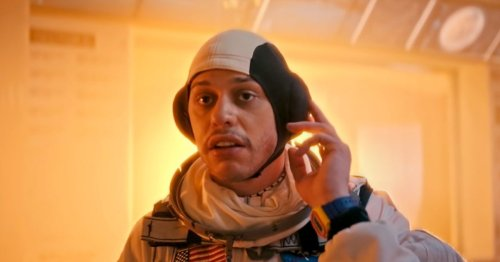 "Pete Davidson's ""Chad on Mars"" Is the Only Musk-Watch New 'SNL' Sketch"