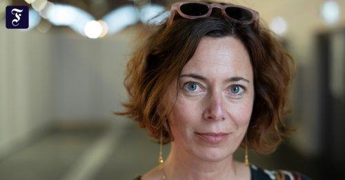 """Podcast von der Buchmesse: Über das Verbrechen selbst kann ich nicht schreiben: Eva Menasse über ihren Roman """"Dunkelblum"""""""