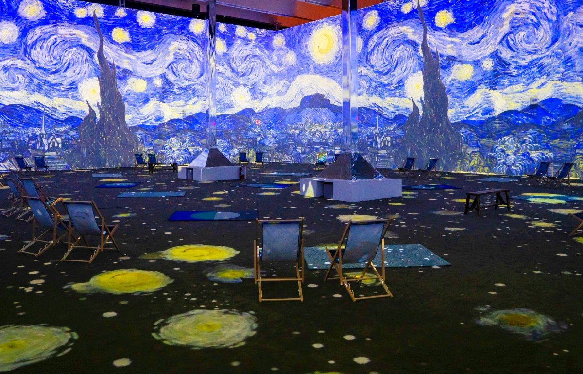 We Went To Both Immersive Van Gogh Exhibits In NYC: Here's What They Were Like