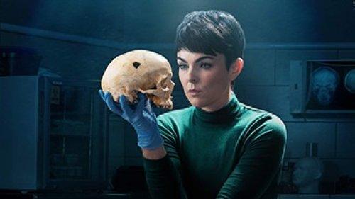 """Coroner"" Staffel 3: Interview mit Serinda Swan alias Dr. Jenny Cooper"