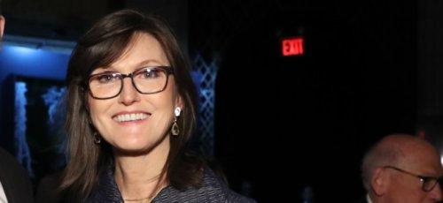 Cathie Wood spricht über ihre Investments - und hält an Bitcoin-Preisziel von 500.000 US-Dollar fest