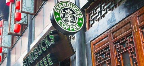 Erholung nach Corona-Einbruch: Starbucks schreibt schwarze Zahlen - Starbucks-Aktie vorbörslich schwächer