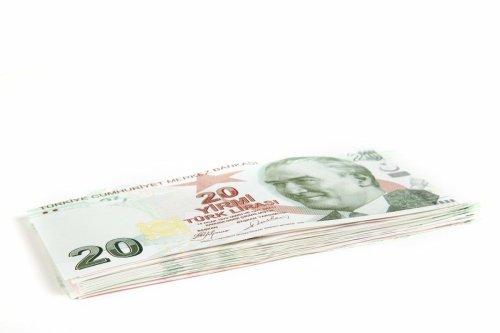 Türkische Lira fällt wegen Zinsangst und Dollar-Stärke – Zentralbank hilflos?