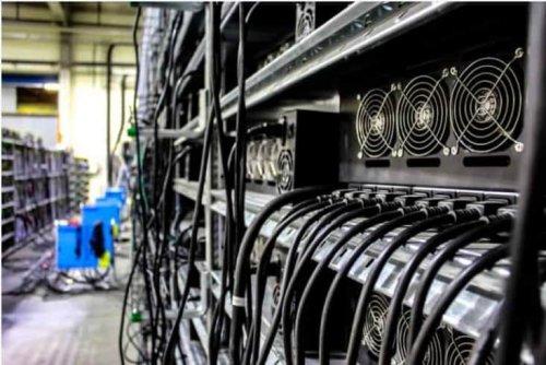 Bitcoin mining revenue surges 180% in 30 days despite high price volatility