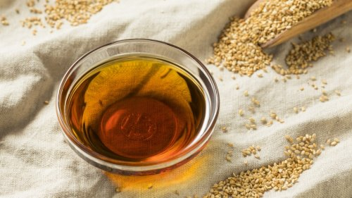 This Healthy Oil Can Help Fight Inflammation, Joint Pain, and Skin Aging
