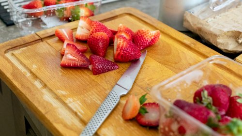 Don't Throw Away Your Strawberry Tops! They Can Lower Blood Pressure, Ease Arthritis, and Boost Metabolism