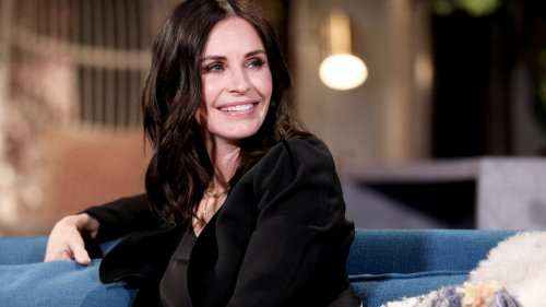 Courteney Cox's 3-Ingredient Keto Tortilla Chips Are Our New Favorite Healthy Snack