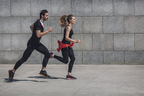 Welche Übungen kann ich in meine Joggingrunde integrieren?