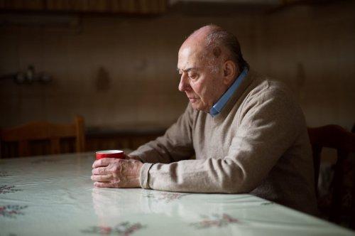 Einsamkeit für Männer so krebserregend wie Rauchen – FITBOOK