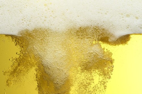 Alkoholfreies Bier soll schlank machen und Krebs vorbeugen können – was ist dran?
