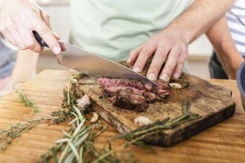 Wer viel schwitzt, sollte weniger Fleisch essen
