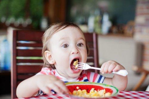 7 Lebensmittel, die wichtig für die Gehirnentwicklung von Babys und Kleinkindern sind