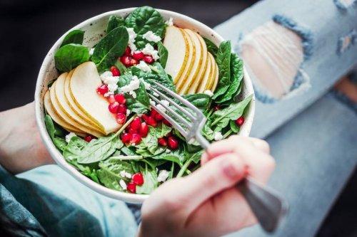 Stark bleiben: 6 proteinreiche Salate für den Muskelerhalt - FIT FOR FUN