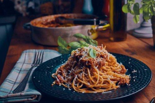 Kochen wie Jamie Oliver: So wird deine Spaghetti Bolognese erstklassig - FIT FOR FUN