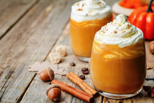 Hype um Starbucks-Getränk: So machst du Pumpkin Cream Cold Brew zu Hause nach - FIT FOR FUN