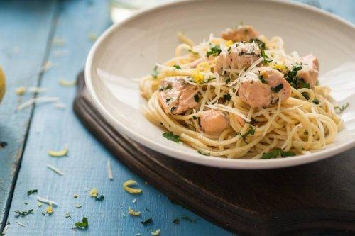 Jamie Oliver verrät sein Rezept für Spaghetti mit Lachs und Spargel - FIT FOR FUN