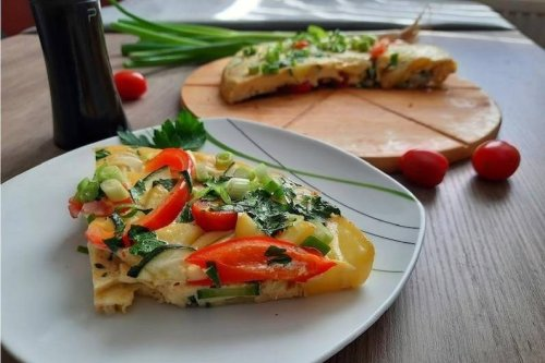 Spanische Tortilla mit buntem Gemüse