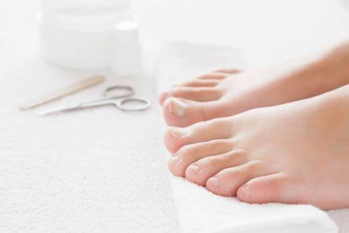 Hausmittel statt OP: So wirst du eingewachsene Zehennägel wieder los - FIT FOR FUN