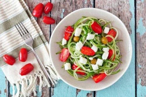 Spaghetti aus Gurken: Dieser Sommer-Salat ist leicht und schnell zubereitet