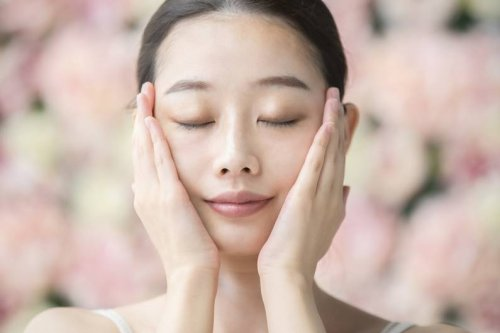 Face-Yoga-Workout: Wie du dein Gesicht in 4 Minuten straffen kannst - FIT FOR FUN