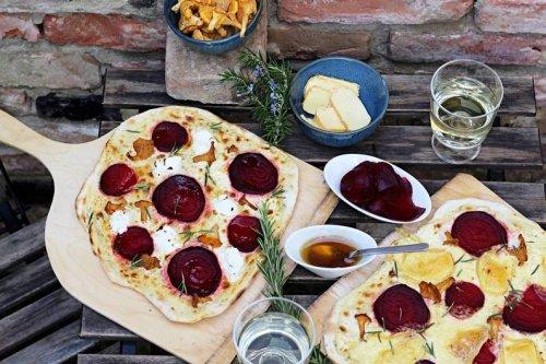 Saisonal genießen: Herbstliches Rezept für Flammkuchen mit Roter Bete - FIT FOR FUN