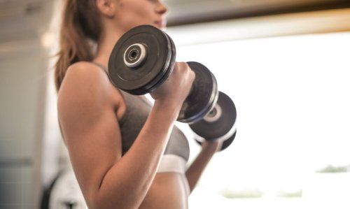 20-Minute Full-Body Dumbbell Workout Routine for Women - Fitwirr