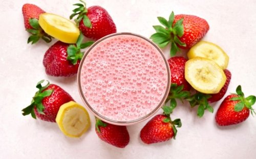 The Most Delicious Strawberry Banana Smoothie Recipe - Fitwirr